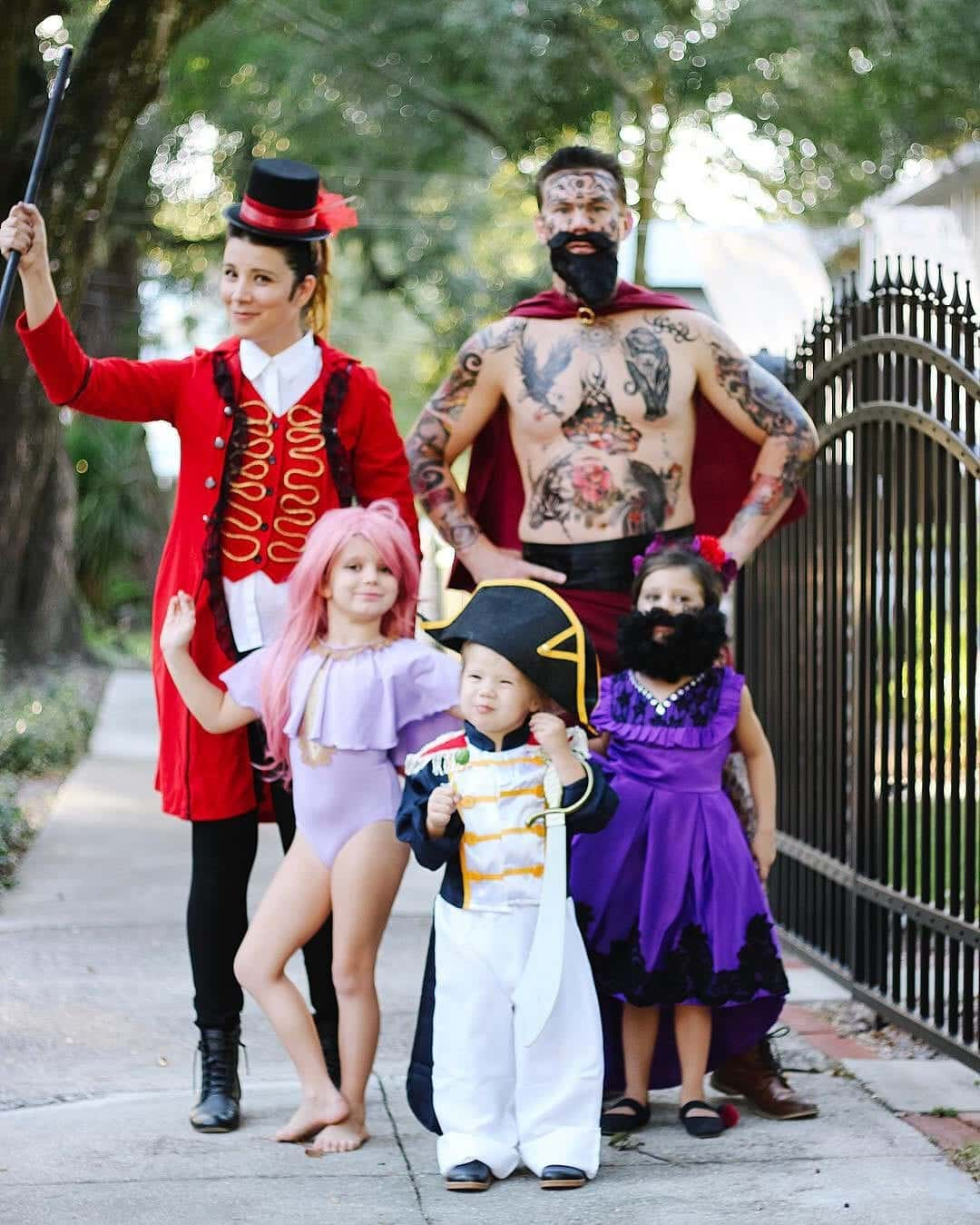 The Greatest Showman Family Halloween Costumes The Gray Ruby Diaries